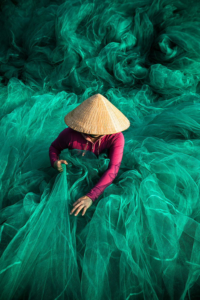 Into the wave photo by Réhahn - fishing net in Hoi An Vietnam