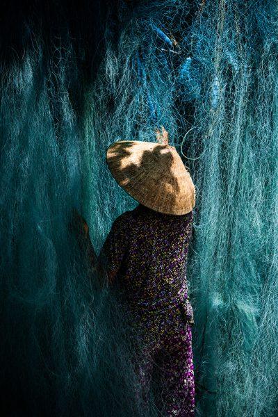 femmes avec un filet de pêche
